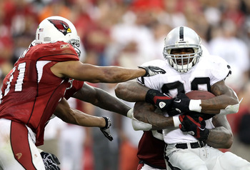 GLENDALE, AZ - SEPTEMBER 26:  Runningback Darren McFadden #20 of the Oakland Raiders rushes the football during the NFL game against the Arizona Cardinals at the University of Phoenix Stadium on September 26, 2010 in Glendale, Arizona.  The Cardinals defe