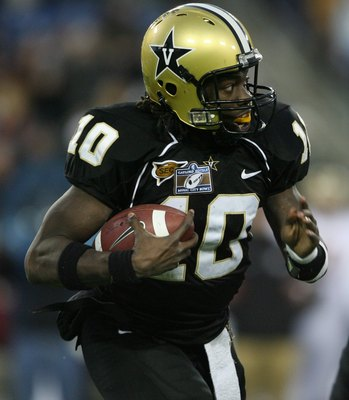 NASHVILLE, TN - DECEMBER 31:  Larry Smith #10 of the Vanderbilt Commodores carries the ball against the Boston College Eagles during the Gaylord Hotels Music City Bowl at LP Field on December 31, 2008 in Nashville, Tennessee.  (Photo by Andy Lyons/Getty I