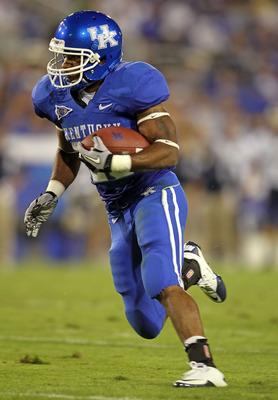 LEXINGTON, KY - SEPTEMBER 18:  Derrick Locke #20 of the Kentucky Wildcats runs with the ball during the game against the Akron Zips at Commonwealth Stadium on September 18, 2010 in Lexington, Kentucky.  (Photo by Andy Lyons/Getty Images)