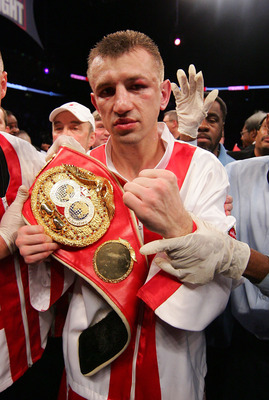 NEWARK, NJ - DECEMBER 11: Tomasz Adamek wins a split decision against Steve Cunningham after their IBF Cruiserweight Championship fight on December 11, 2008 at The Prudential Center in Newark, New Jersey.  (Photo by Al Bello/Getty Images)
