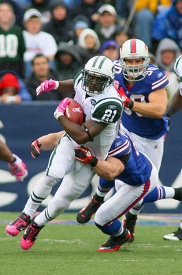 ORCHARD PARK, NY - OCTOBER 03:  LaDainian Tomlinson #21 of the New York Jets runs against the Buffalo Bills at Ralph Wilson Stadium on October 3, 2010 in Orchard Park, New York.  (Photo by Rick Stewart/Getty Images)