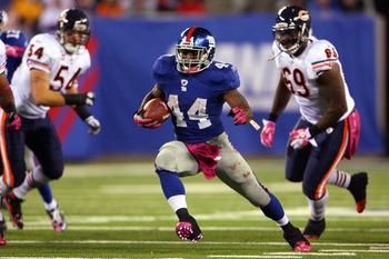 EAST RUTHERFORD, NJ - OCTOBER 03:  Ahmad Bradshaw #44 of the New York Giants runs the ball against the Chicago Bears at New Meadowlands Stadium on October 3, 2010 in East Rutherford, New Jersey.  (Photo by Andrew Burton/Getty Images)