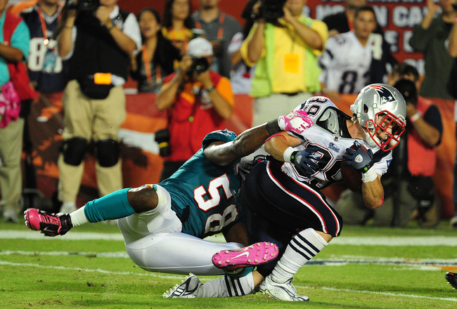 MIAMI - OCTOBER 4: Danny Woodhead #39 of the New England Patriots battles for a touchdown against Karlos Dansby #58 of the Miami Dolphins at Sun Life Field on October 4, 2010 in Miami, Florida. (Photo by Scott Cunningham/Getty Images)
