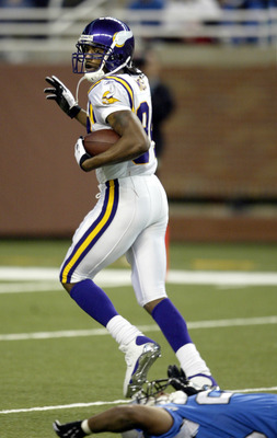 DETROIT - DECEMBER 19: Randy Moss #84 of the Minnesota Vikings looks behind him and runs to the end zone to complete an 82 yard touchdown reception against the Detroit Lions at Ford Field on December 19, 2004 in Detroit, Michigan. The Vikings won the game