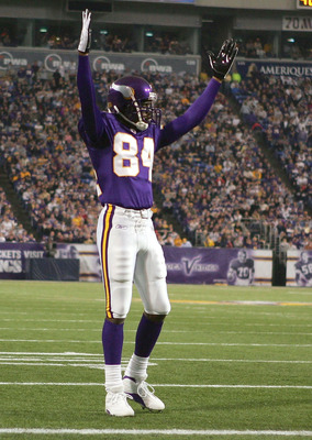 MINNEAPOLIS - NOVEMBER 28:  Randy Moss #84 of the Minnesota Vikings celebrates a touchdown in the first half against the Jacksonville Jaguars on November 28, 2004 at the Hubert H. Humphrey Metrodome in Minneapolis, Minnesota. The Minnesota Vikings defeate