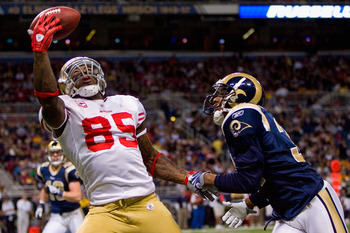 ST. LOUIS - JANUARY 3: Vernon Davis #85 of the San Francisco 49ers attempts to make a catch against Justin King #31 of the St. Louis Rams at the Edward Jones Dome on January 3, 2010 in St. Louis, Missouri.  (Photo by Dilip Vishwanat/Getty Images)