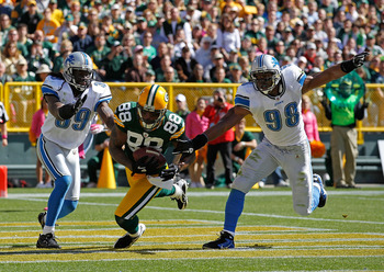 GREEN BAY, WI - OCTOBER 03: Jermichael Finley #88 of the Green Bay Packers catches a touchdown pass between C.C. Brown #39 and Julian Peterson #98 of the Detroit Lions at Lambeau Field on October 3, 2010 in Green Bay, Wisconsin. (Photo by Jonathan Daniel/