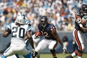 CHARLOTTE, NC - SEPTEMBER 14:   Matt Forte #22 of the Chicago Bears runs the ball against the Carolina Panthers during their NFL game at Bank of America Stadium in Charlotte, North Carolina on September 14, 2008. (Photo by: Streeter Lecka/Getty Images)