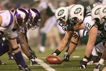 EAST RUTHERFORD, NJ - AUGUST 17:  The New York Jets offense takes on the Minnesota Vikings defense at the line of scrimmage during their preseason game on August 17, 2007 at Giants Stadium in East Rutherford, New Jersey. The Jets won 31-16. (Photo by Nick