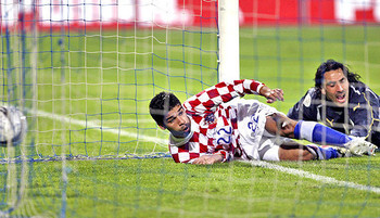 Eduardo scores a hat trick against Israel in 2006