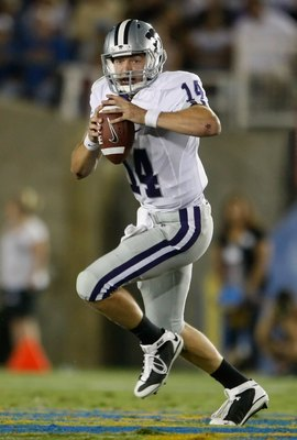 PASADENA, CA - SEPTEMBER 19:  Quarterback Carson Coffman #14 of the Kansas State Wildcats drops back to pass against the UCLA Bruins at the Rose Bowl on September 19, 2009 in Pasadena, California.  (Photo by Jeff Gross/Getty Images)