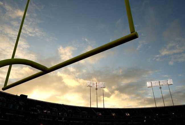 OAKLAND, CA - SEPTEMBER 14:  A general view of the goal posts before the Oakland Raiders game against the San Diego Chargers on September 14, 2009 at the Oakland-Alameda County Coliseum in Oakland, California.  (Photo by Ezra Shaw/Getty Images)