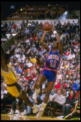 1989-1990:  Guard Isiah Thomas of the Detroit Pistons takes a shot during a game. Mandatory Credit: Jonathan Daniel  /Allsport Mandatory Credit: Jonathan Daniel  /Allsport
