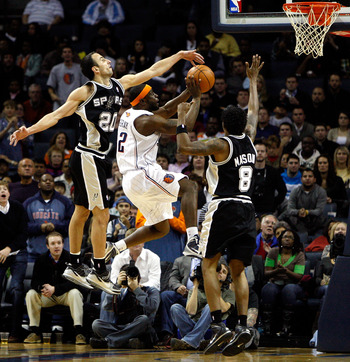CHARLOTTE, NC - JANUARY 15:  Teammates Manu Ginobili #20 and Roger Mason Jr. #8 of the San Antonio Spurs try to stop Ronald 'Flipp' Murray #22 of the Charlotte Bobcats during their game at Time Warner Cable Arena on January 15, 2010 in Charlotte, North Ca