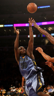 LOS ANGELES - NOVEMBER 6:   Zach Randolph #50 of the Memphis Grizzlies shoots over Lamar Odom #7 of the Los Angeles Lakers on November 6, 2009 at Staples Center in Los Angeles, California. The Lakers won 114-98.  NOTE TO USER: User expressly acknowledges