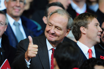 LIVERPOOL, ENGLAND - OCTOBER 25:  Liverpool Co-Owner Tom Hicks gives a thumbs up prior to the Barclays Premier League match between Liverpool and Manchester United at Anfield on October 25, 2009 in Liverpool, England.  (Photo by Clive Mason/Getty Images)