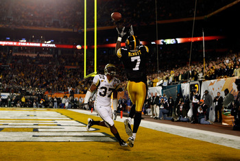 MIAMI GARDENS, FL - JANUARY 05:  Marvin McNutt #7 of the Iowa Hawkeyes catches a 3-yard touchdown pass in the first quarter against Jerrard Tarrant #37 of the Georgia Tech Yellow Jackets during the FedEx Orange Bowl at Land Shark Stadium on January 5, 201