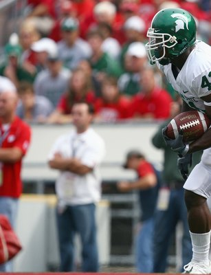 MADISON, WI - SEPTEMBER 26: Glenn Winston #31 of the Michigan State Spartans carries the ball against the Wisconsin Badgers on September 26, 2009 at Camp Randall Stadium in Madison, Wisconsin. (Photo by Jonathan Daniel/Getty Images)