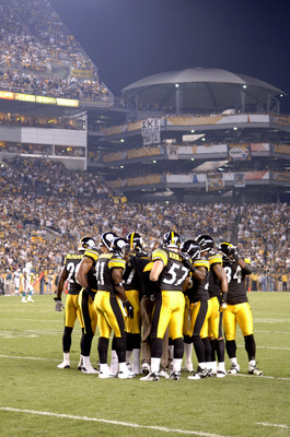 Pittsburgh Steelers special teams huddle versus the Miami Dolphins at Heinz Field, September 7, 2006. The Steelers won 28-17.  (Photo by Al Messerschmidt/Getty Images)