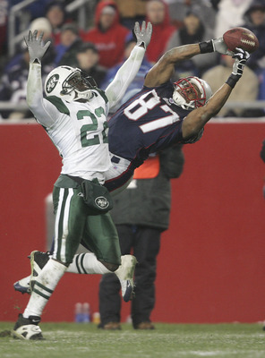 FOXBORO, MA - DECEMBER 4:  David Givens #87 of the New England Patriots fails to catch a pass against Justin Miller #22 of the New York Jets at Gillette Stadium on December 4, 2005 in Foxboro, Massachusetts.  (Photo by Nick Laham/Getty Images)