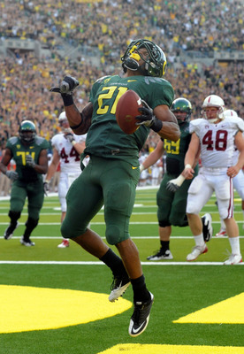 EUGENE, OR - OCTOBER 2: Running back LaMichael James #21 of the Oregon Ducks celebrates as he scores a touchdown in the second quarter of the game against the Stanford Cardinal at Autzen Stadium on October 2, 2010 in Eugene, Oregon. (Photo by Steve Dykes/