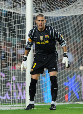 BARCELONA, SPAIN - OCTOBER 03:  Goalkeeper Victor Valdes of Barcelona follows the game during the La Liga match between Barcelona and Mallorca at the Camp Nou stadium on October 3, 2010 in Barcelona, Spain. The match ended in a 1-1 draw.  (Photo by Jasper