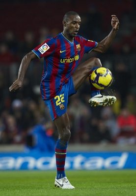BARCELONA, SPAIN - JANUARY 16: Eric Abidal of FC Barcelona  controls the ball during the La Liga match between Barcelona and Sevilla at the Camp Nou stadium on January 16, 2010 in Barcelona, Spain. Barcelona won 4-0.  (Photo by Manuel Queimadelos Alonso/G