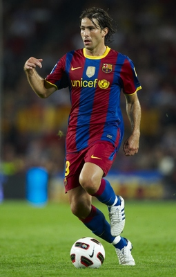 BARCELONA, SPAIN - SEPTEMBER 22:  Maxwell of Barcelona runs with the ball during the La Liga match between Barcelona and Sporting de Gijon at Nou Camp on September 22, 2010 in Barcelona, Spain. Barcelona won 1-0.  (Photo by Manuel Queimadelos Alonso/Getty