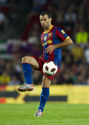 BARCELONA, SPAIN - SEPTEMBER 22:  Mascherano of Barcelona controls the ball during the La Liga match between Barcelona and Sporting de Gijon at Nou Camp on September 22, 2010 in Barcelona, Spain. Barcelona won 1-0.  (Photo by Manuel Queimadelos Alonso/Get