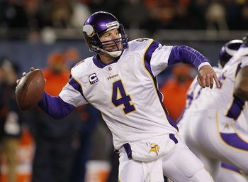 CHICAGO - DECEMBER 28:  Quarterback Brett Favre #4 of the Minnesota Vikings throws the ball in the third quarter against the Chicago Bears at Soldier Field on December 28, 2009 in Chicago, Illinois. (Photo by Jonathan Daniel/Getty Images)