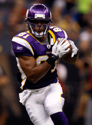 NEW ORLEANS - SEPTEMBER 09: Visanthe Shiancoe #81 of the Minnesota Vikings runs for yards after the catch the New Orleans Saints at Louisiana Superdome on September 9, 2010 in New Orleans, Louisiana. (Photo by Chris Graythen/Getty Images)