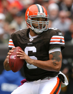 CLEVELAND - OCTOBER 03:  Quarterback Seneca Wallace #6 of the Cleveland Browns looks for a receiver against the Cincinnati Bengals at Cleveland Browns Stadium on October 3, 2010 in Cleveland, Ohio.  (Photo by Matt Sullivan/Getty Images)