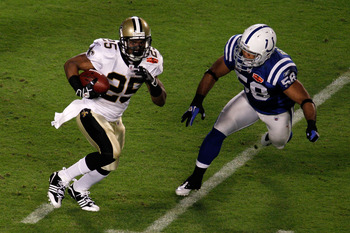 MIAMI GARDENS, FL - FEBRUARY 07:  Reggie Bush #25 of the New Orleans Saints runs with the ball  against Gary Brackett #58 of the Indianapolis Colts during Super Bowl XLIV on February 7, 2010 at Sun Life Stadium in Miami Gardens, Florida.  (Photo by Doug B