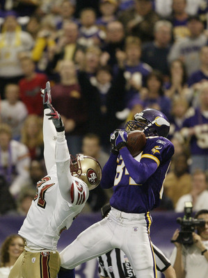 MINNEAPOLIS - SEPTEMBER 28:  Wide receiver Randy Moss #84 of the Minnesota Vikings makes the touchdown catch in the second quarter as safety Zack Bronson #31 of the San Francisco 49ers defends at the Hubert H. Humphrey Metrodome on September 28, 2003 in M
