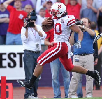 SEATTLE - SEPTEMBER 18: Running back Roy Helu Jr. #10 of the Nebraska Cornhuskers rushes for a touchdown against the Washington Huskies on September 18, 2010 at Husky Stadium in Seattle, Washington. (Photo by Otto Greule Jr/Getty Images)