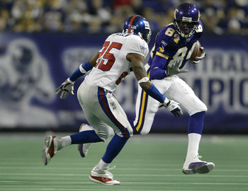 MINNEAPOLIS - OCTOBER 26:  Randy Moss #84 of the Minnesota Vikings tries to get around Will Allen #25 of the New York Giants on October 26, 2003 at the Hubert H. Humphrey Metrodome in Minneapolis, Minnesota. The New York Giants defeated the Minnesota Viki
