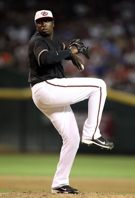 PHOENIX - JULY 03:  Starting pitcher Dontrelle Willis of the Arizona Diamondbacks pitches against the Los Angeles Dodgers during the Major League Baseball game at Chase Field on July 3, 2010 in Phoenix, Arizona. The Dodgers defeated the Diamondbacks 14-1.