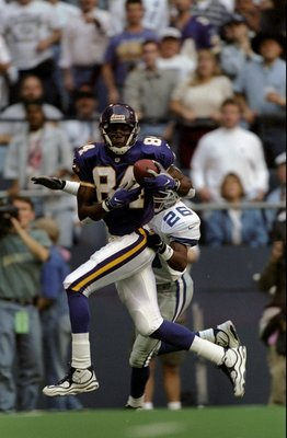 26 Nov 1998:  Wide receiver Randy Moss #84 of the Minnesota Vikings  runs with the ball during a game against the Dallas Cowboys at the Texas Stadium in Irving, Texas. The Vikings defeated the Cowboys 46-36. Mandatory Credit: Brian Bahr  /Allsport