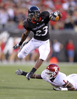 CINCINNATI - SEPTEMBER 25: Isaiah Pead #23 of the Cincinnati Bearcats runs with the ball while defended by Tony Jefferson #1 of the Oklahoma Sooners at Paul Brown Stadium on September 25, 2010 in Cincinnati, Ohio.  (Photo by Andy Lyons/Getty Images)
