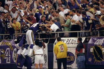 6 Sep 1998:  Wide receiver Randy Moss #84 of the Minnesota Vikings in action during the game against the Tampa Bay Buccaneers at the Metrodome in Minneapolis, Minnesota. The Vikings defeated the Buccaneers 31-7. Mandatory Credit: Elsa Hasch  /Allsport
