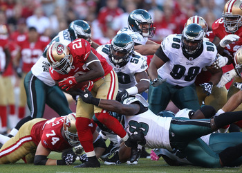 SAN FRANCISCO - OCTOBER 10:  Frank Gore #21 of the San Francisco 49ers runs against the Philadelphia Eagles during an NFL game at Candlestick Park on October 10, 2010 in San Francisco, California.  (Photo by Jed Jacobsohn/Getty Images)
