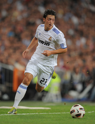 MADRID, SPAIN - SEPTEMBER 21:  Mesut Ozil of Real Madrid in action during the La Liga match between Real Madrid and Espanyol at Estadio Santiago Bernabeu on September 21, 2010 in Madrid, Spain.  (Photo by Denis Doyle/Getty Images)