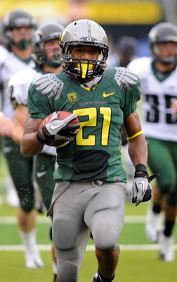 EUGENE, OR - SEPTEMBER 18: Running back LaMichael James #21of the Oregon Ducks heads to the end zone for a touchdown in the second quarter of the game against the Portland State Vikings at Autzen Stadium on September 18, 2010 in Eugene, Oregon. Oregon won