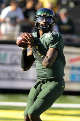 EUGENE, OR - OCTOBER 2: Quarterback Darron Thomas #1 of the Oregon Ducks warms up before the start of the game against the Stanford Cardinal at Autzen Stadium on October 2, 2010 in Eugene, Oregon. (Photo by Steve Dykes/Getty Images)