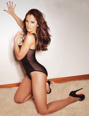 Minka-kelly-esquire-mag-04_display_image