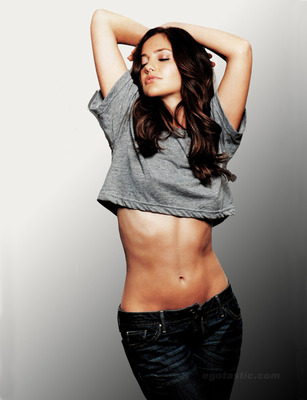 Minka-kelly-esquire-mag-02_display_image