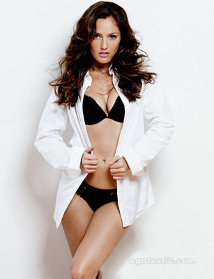 Minka-kelly-esquire-mag-03_display_image