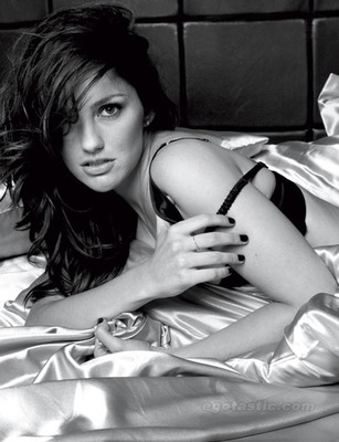 Minka-kelly-esquire-mag-05_display_image