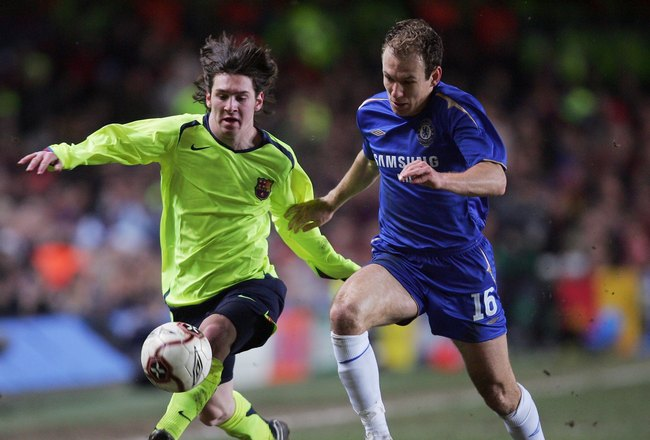 LONDON - FEBRUARY 22:  Lionel Messi of Barcelonabattles with Arjen Robben of Chelsea during the UEFA Champions League Round of 16, First Leg match between Chelsea and Barcelona at Stamford Bridge on February 22, 2006 in London, England.  (Photo by Mike He