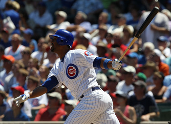 CHICAGO - JULY 16: Derrek Lee #25 of the Chicago Cubs takes a swing against the Philadelphia Phillies at Wrigley Field on July 16, 2010 in Chicago, Illinois. The Cubs defeated the Phillies 4-3. (Photo by Jonathan Daniel/Getty Images)